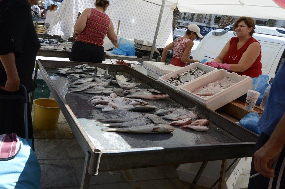 Fischhändler auf dem Markt