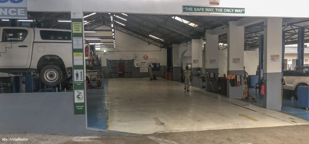 Kumasi:  Kulturzentrum und Toyota-Werkstatt