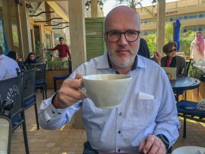 Jens mit Kaffee Tasse